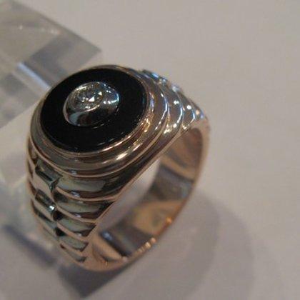 Vīriešu gredzens ar akmeni