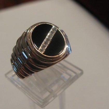 Мужской перстень с камнями